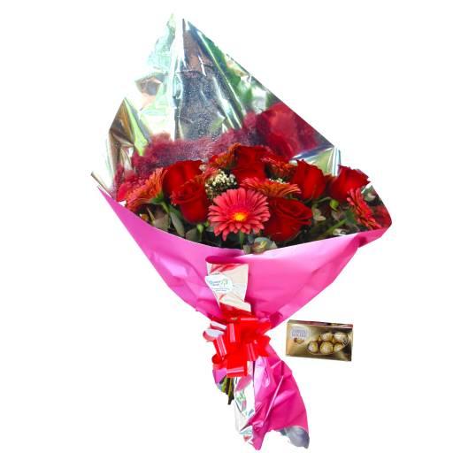 Ramo de 12 Rosas y 12 Gerberas + Bombones