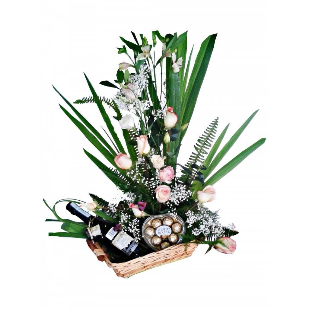Canasta de rosas con accesorios para Ellos