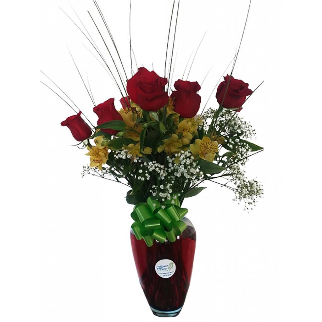 Rosas y Astromelias en Florero